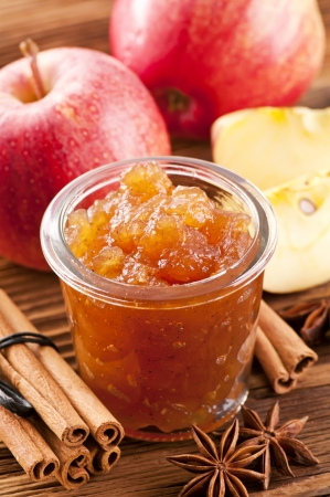 fruit jelly: Apple preserves with cinnamon