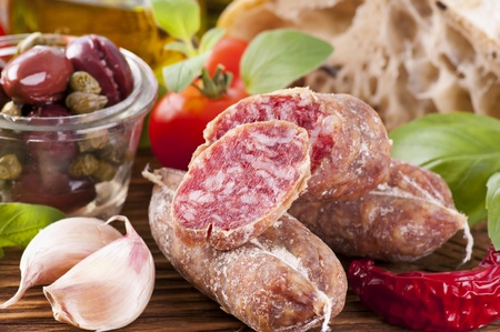 air dried salami: Salami with bread and vegetables