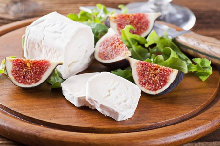 roquette: Goat cheese with fresh figs