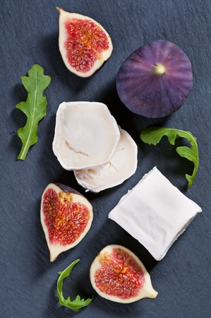 diat product: goat cheese with fig and rucola