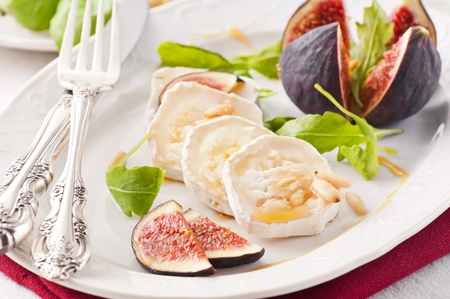 diat product: Goat cheese with figs and honey