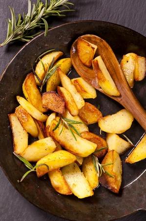 rosmarin: fried potato with rosmarin