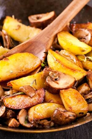 rosmarin: fried potato with mushrooms