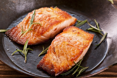 grilled fish: salmon steak in the frypan