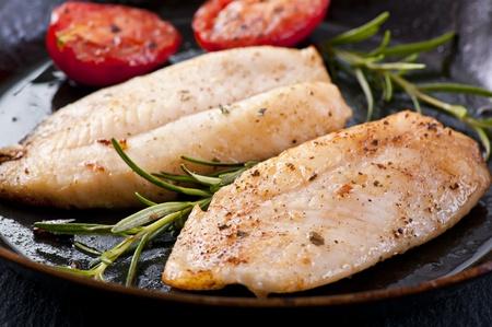 filete de pescado: Filete de pescado con hierbas frescas