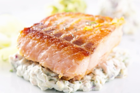 steak tartare: Salmon steak with avocado tatar