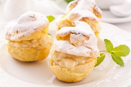 bigne: Profiteroles stuffed with pastry cream