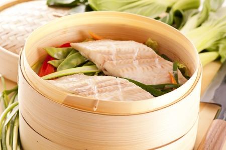 filete de pescado: Filete de pescado al vapor con verduras