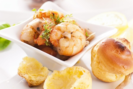 gambas: Tapas with prawn und Bigne Stock Photo