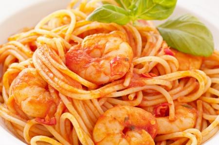Spaghetti diablo with prawns photo