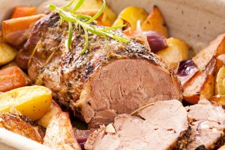 carne asada: asado de cordero con las verduras Foto de archivo