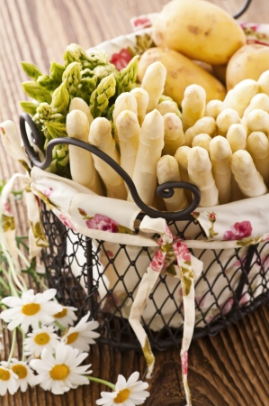 green and white asparagus Stock Photo - 14451045