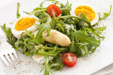 arugula salad with asparagus and egg 스톡 콘텐츠