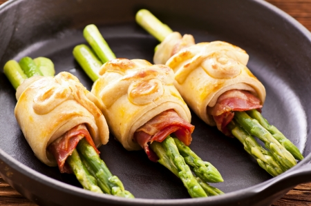 asparagus baked with pastry photo