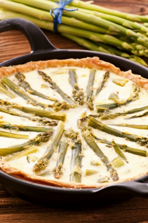self starter: Quiche with asparagus