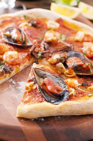 Pizza frutti di mare photo