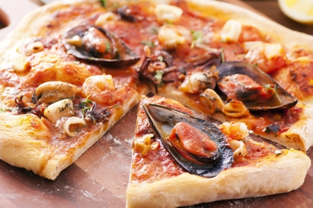 pizza frutti di mare photo