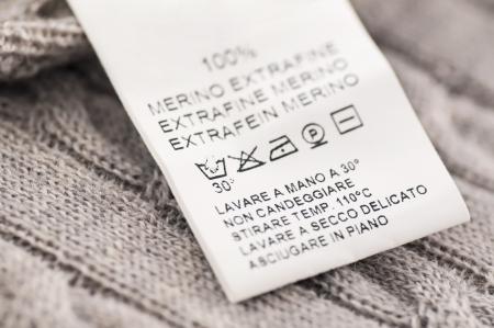 wool fiber: lavadero s�mbolos en la ropa de lana Foto de archivo