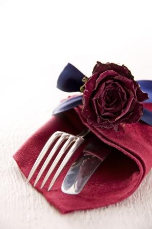 serviette: cubiertos con decoración Foto de archivo
