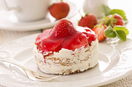 small cake:  small cake with strawberry