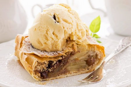 apple strudel with ice cream photo