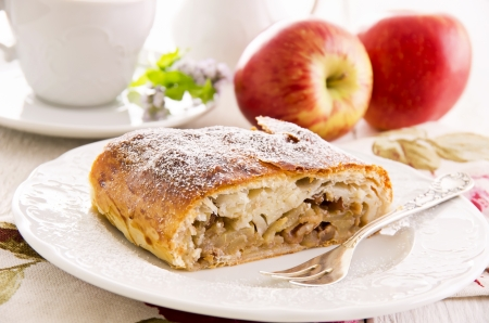 strudel: apple strudel