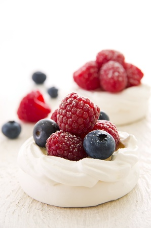 berry fruit: meringues with fresh fruits