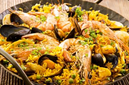 pescados y mariscos: paella de marisco en la sart�n Foto de archivo