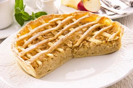 aux: apple pie with cinnamon