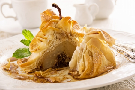 dekorated: pear baked in filo dough
