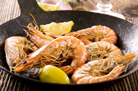 gambas: fried king prawns in the iron pan