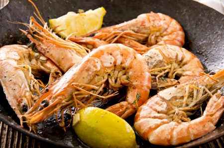 gambas: fried gambas with lemon