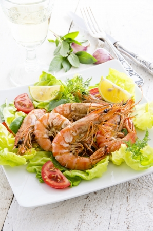 gambas: salad with fried king prawns
