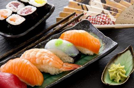 comida japonesa: sushi y rollos Foto de archivo