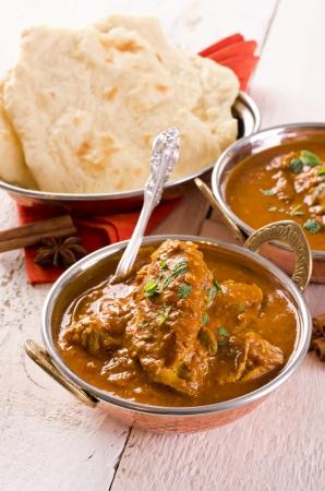 chicken curry: indian red Chicken Curry mit Naan-Brot