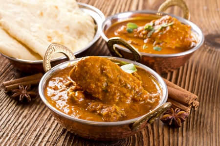 indian cuisine: chiecken curry with naan bread