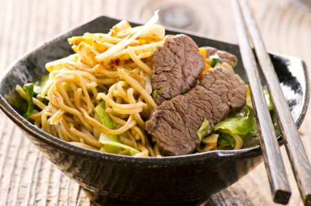 yi mein: fried egg noodles with beef