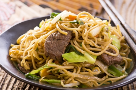 yi mein: yakisoba noodles