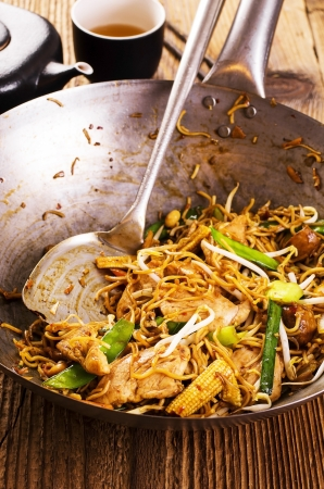 lo mein: stir fried noodles  Stock Photo