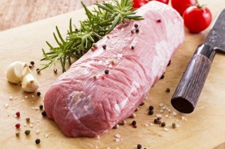 Filet de veau aux épices et herbes Banque d'images - 20359174