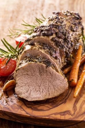 asados: asado de ternera con verduras Foto de archivo