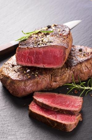 steak cru: steaks de boeuf
