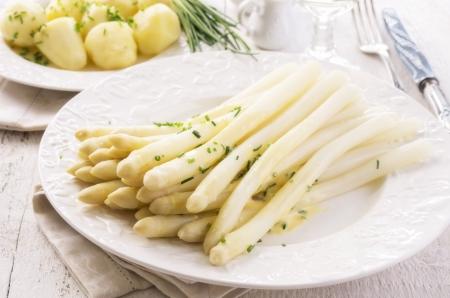 comida alemana: esp?rragos blancos