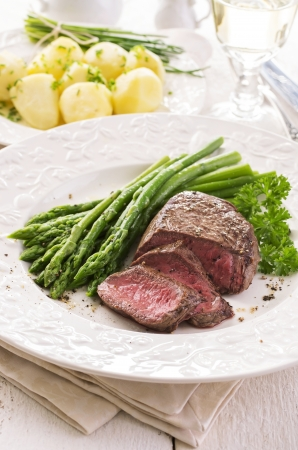 silver plated: steak with asparagus