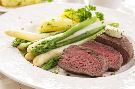 steak with asparagus photo