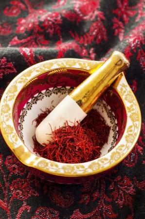 gelb: saffron in the mortar