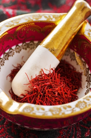 gelb: saffron in the mortar
