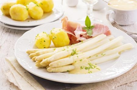 asperges met ham en aardappel
