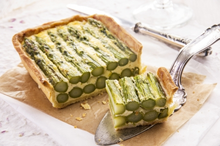 self starter: tarte with green asparagus  Stock Photo