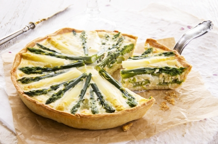 quiche with asparagus 版權商用圖片